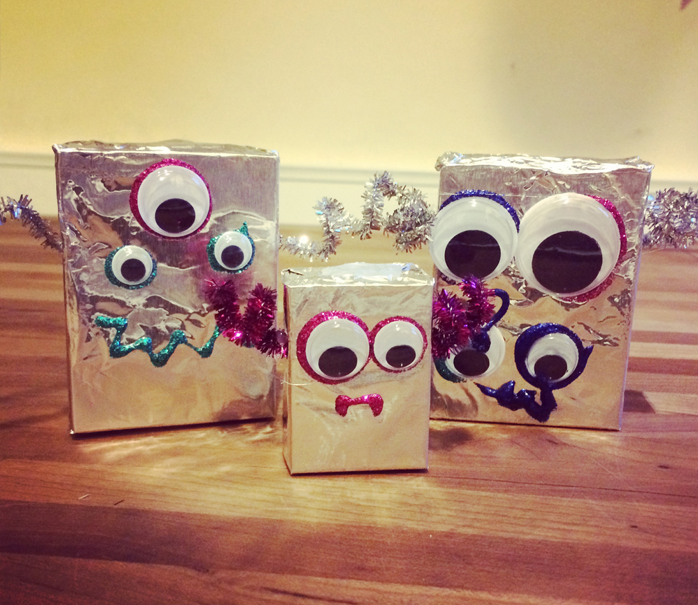 Tinfoil Robot DIY Craft with Kids the mama village